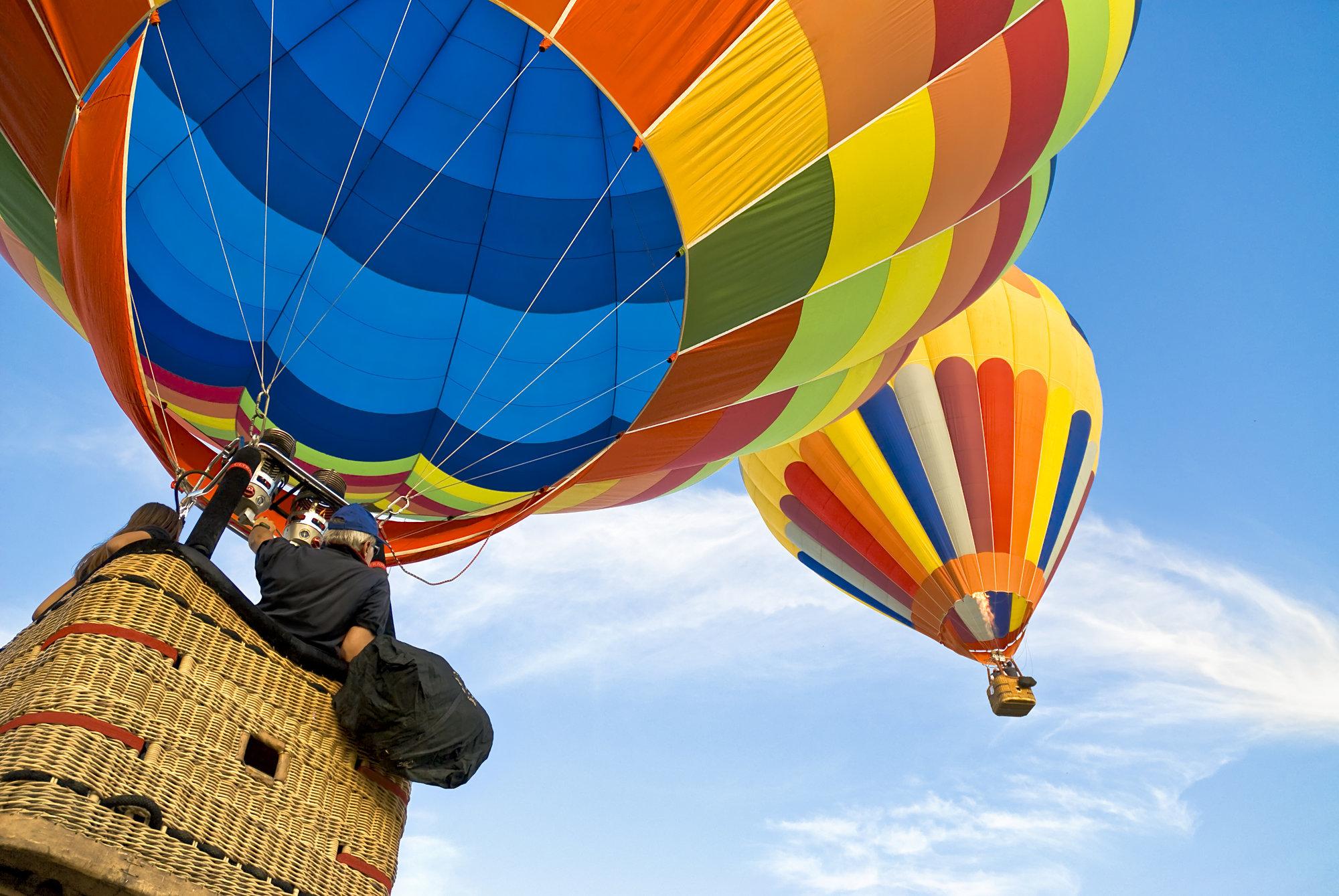 Ballonfahrt mit blauem Himmel in Cadolzburg